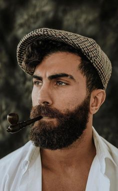 If you are one of those guys who is looking for best medium beard styles you should have a look at these 13 best medium beard styles for men. Hot Beards, Great Beards, Awesome Beards, Medium Beard Styles, Beard Styles For Men, Moustache, Bart Trend, Bon Look, Wispy Hair