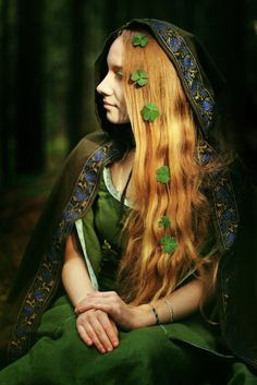 Beautiful Irish Girl    Kristen Knight via Texarkana Renaissance Faire onto Ideas for costume fantasy, medival, and faery