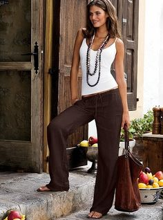 Love these chocolate brown linen pants. Perfect casual look for late Summer, early Fall. The Beach Pant in Linen, Victoria& Secret Summer Pants Outfits, Spring Outfits, Casual Outfits, Cute Outfits, Late Summer Outfits, Outfit Summer, Brown Pants Outfit For Work, Brown Outfit, Look Fashion