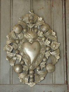 superbe grand ex-voto anges... - D'un autre temps Heart Art, Cross Heart, Faith Crafts, Pattern Texture, Metal Embossing, Christian Images, Sacred Heart, Heart Jewelry, Religious Art