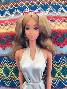 "In 1983, Sun Set Malibu Barbie and her friends were renamed ""Sun Gold"" Malibus. #sungoldbarbie #sungoldPJ Malibu Barbie, Barbie Dolls, Sun, History, Friends, Gold, Vintage, Amigos, Historia"