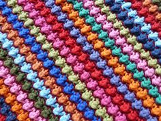 Another gorgeous crochet stitch! Staggered Knot Stitch Tutorial (from Karin on the hook)