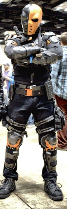 Best Deathstroke cosplay I have ever seen!  Wow! Deathstroke cosplay at Indiana Comic Con 2015  Slade Wilson