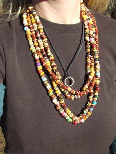 diy native american corn necklace. Instructions: http://www.care2.com/greenliving/natural-indian-corn-necklaces.html