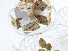 Il torrone bianco morbido è fra i dolci di Natale senz'altro uno dei più caratteristici. Il maestro pasticciere Luca Montersino ci insegna a prepararne la ricetta.  http://www.alice.tv/ricette-natale/torrone-bianco-morbido