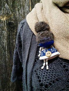 maramanufaktura / brošňa mini MARA folk  /modro-hnedá /