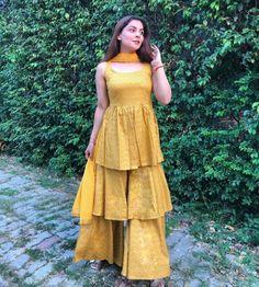 Party Wear Indian Dresses, Designer Party Wear Dresses, Indian Gowns Dresses, Indian Fashion Dresses, Dress Indian Style, Indian Designer Outfits, Fancy Dress Design, Stylish Dress Designs, Designs For Dresses