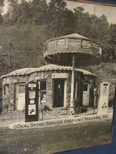 Hazard KY/Perry County - Oval gas station, the beginning of the historic Mother Goose House. Old Gas Pumps, Vintage Gas Pumps, Vintage Auto, Vintage Signs, Drive In, Old Pictures, Old Photos, Vintage Photos, Hazard Kentucky