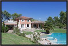 EXCEPTIONNELLE VILLA À 10 MN AIX EN PROVENCE - 2.878.000 € A Calas, somptueuse maison d'architecte de         330 m2, pool house de 70 m2 et 350 m2 habitables en sus, le tout sur un terrain de 5.650 m2 clôturé, illuminé et paysagé avec ses 400 plantes, 5 belles terrasses d'un total de 300 m2, sans vis-à-vis... http://www.immoprovence-international.com/nos-biens/maisons/vente-maison-prestige-aix-en-provence/