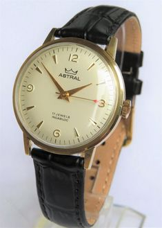 Vintage Watches Collection : Gents gold Smiths Astral wrist watch - Watches Topia - Watches: Best Lists, Trends & the Latest Styles Mens Watches Under 200, G Shock Watches Mens, Big Watches, Mens Sport Watches, Vintage Watches For Men, Best Watches For Men, Stylish Watches, Luxury Watches, Smiths Watch