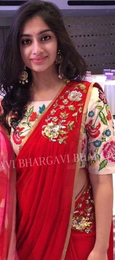 Sari and earrings! Indian Attire, Indian Ethnic Wear, Saree Blouse Designs, Blouse Patterns, Ethnic Fashion, Indian Fashion, Indian Dresses, Indian Outfits, Blouse Models