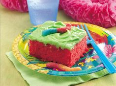 Brighten someone's day with a colorful and delicious cake. Soft drink mix, gummi candies and cake mix give it the wow---- Super Sour Cake Sour Patch Kids, Cakepops, Worm Cake, Just Desserts, Dessert Recipes, Cereal Recipes, Cupcake Recipes, Yummy Treats, Sweet Treats