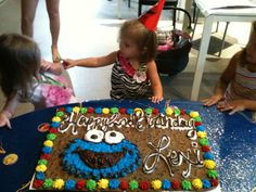 Cookie monster chocolate chip cookie cake Chocolate Chip Cookie Cake, Cookie Cakes, Birthday Stuff, Birthday Cake, Cookie Monster Party, Twins, Parties, Party Ideas, Desserts