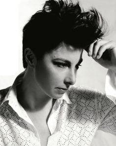 asdfghjkl I have such a crush on this amazing person. Sue Perkins in Tatler, August 2012 Sue Perkins, Mean Women, Comedy Actors, Amazing Person, Great British Bake Off, Butches, Androgyny, Judges, Comedians