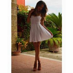 Immagine tramite We Heart It #green #longdress #princess #summere #giuliagaudino