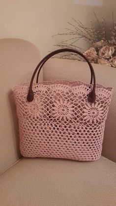 No pattern, but a lovely idea - SalvabraniI love all these types of bags they are showing and whats great are the endless ideas using vintage crocheted items – ArtofitThis post was discovered by ЮлиShopper with leather bottom bag crochet – Art Crochet Diy, Crochet Tote, Crochet Handbags, Crochet Purses, Vintage Crochet, Butterfly Bags, Sacs Design, Tote Pattern, Knitted Bags