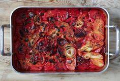 Byt ut potatisen mot rödbeta och laga en magiskt god gratäng – fetaosten ger den extra god smak.
