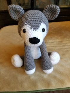 This super plush Husky is looking for a home that will give it all the hugs it deserves. The pattern used for this design is not my own and belongs to Lisa Beauchemin, AuroraGurumi.