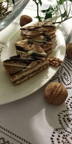 Medovo-orechové rezy (fotorecept) Bakery, Food And Drink, Cookies, Drinks, Recipes, Basket, Crack Crackers, Drinking, Beverages