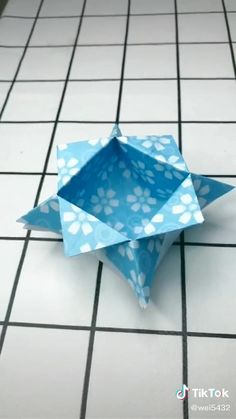 Instruções Origami, Geometric Origami, Paper Crafts Origami, Origami Videos, Dollar Origami, Origami Bookmark, Origami Flowers, Diy Crafts Hacks, Diy Crafts For Gifts