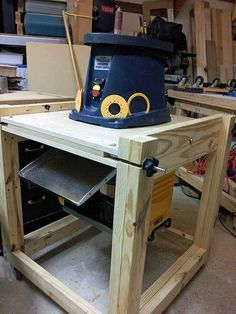 Flip top tool stand - Page 2 - Woodworking Talk - Woodworkers Forum Diy Wooden Projects, Woodworking Projects Diy, Wooden Diy, Woodworking Shop, Wood Crafts, Woodworking Bench, Workshop Storage, Workshop Organization, Workshop Ideas