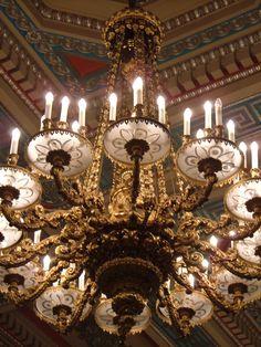 Exquisite chandelier lent to Parliament Buildings in Belfast