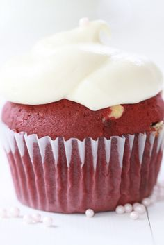 Epicurean Mom: Red Velvet Cupcakes with White Chocolate Chips
