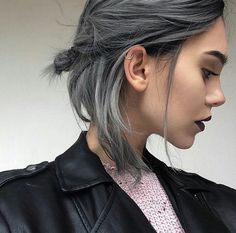 33 trendy ombre hair color ideas of 2019 - Hairstyles Trends Short Grey Hair, Short Hair Cuts, Short Hair Styles, Grey Hair Bob, Hair Color Ash Grey, Gray Hair Ombre, Short Grunge Hair, Short Hair For Girls, Grey Dyed Hair