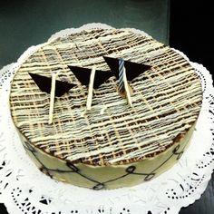 Torta de chocolate y almendras de la pastelería ARA en Los Palos Grandes, Caracas, Venezuela