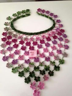 me ~ ebruli-iple-ucgen-cicekli-fular Art Au Crochet, Col Crochet, Crochet Flower Scarf, Crochet Mignon, Crochet Triangle, Wire Crochet, Crochet Collar, Crochet Scarves, Crochet Motif