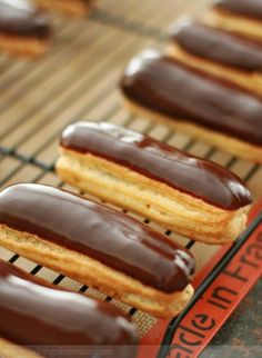 mocha eclairs with creme anglaise No Bake Desserts, Just Desserts, Delicious Desserts, Dessert Recipes, Yummy Food, Gourmet Recipes, Sweet Recipes, Baking Recipes, Pastry Recipes