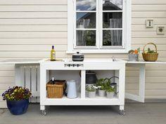 UTEKJØKKEN: Et praktisk utekjøkken kan man lage selv. Summer House Garden, Home And Garden, Summer Cabins, Kitchen Cart, Outdoor Cooking, Rooftop, Outdoor Gardens, Terrace, Outdoor Living