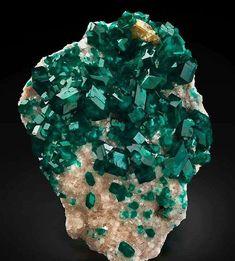 Dioptase on calcite #Crystalhealing