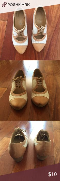 Fidji Shoes Cute shoes. Worn and have a few scratches. Clean home spoke pet kid free. Fidji Shoes