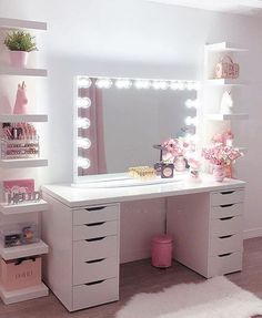 30 Beautiful Glam Room Ideas - The Wonder Cottage Teen Bedroom Designs, Bedroom Decor For Teen Girls, Room Ideas Bedroom, Teen Room Decor, Small Room Bedroom, Ikea Teen Bedroom, Desk For Girls Room, Teen Desk, Girl Desk