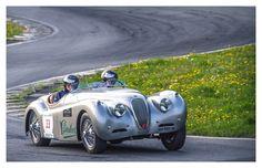 Paraboot traverse la France en voiture ancienne  Paraboot crosses France in a vintage car