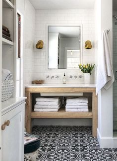Related posts: 33 Best Farmhouse Master Bathroom Remodel Ideas 99 Best Farmhouse Bathroom Remodel Decoration Ideas 32 Farmhouse Small Bathroom Remodel and Decorating Ideas 66 Adorable Farmhouse Bathroom Decor Ideas And Remodel Bad Inspiration, Bathroom Inspiration, Bathroom Ideas, Bathroom Organization, Bathroom Mirrors, Bathroom Cabinets, Bathroom Storage, Master Bathrooms, Vanity Mirrors