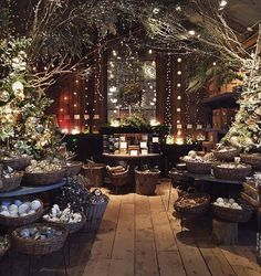 Visual merchandising. VM. Retail store display. Christmas / holiday.