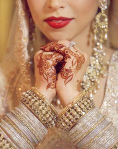 Dulhan Bride Indian Pakistani Desi Henna Mehndi Kundan Bangles ---- Wow this picture is stunningly beautiful Desi Bride, Desi Wedding, Wedding Blog, Wedding Mehndi, Bollywood Wedding, Gold Wedding, Wedding Bride, Wedding Photos, Indian Wedding Fashion