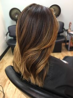 Warm honey caramel balayage for dark hair types // ethnic hair ombré // brown ends with black roots