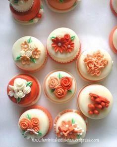 Monopiano minicake, in pasta di mais. Handmade for wedding  https://leminicakedialeta.wordpress.com/2016/09/05/minicake-arancio-e-pesca-per-valerio-e-marcella/