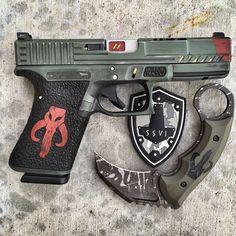 guns and Star Wars Glock Guns, Weapons Guns, Guns And Ammo, Airsoft, Custom Guns, Custom Glock, Tac Gear, Cool Guns, 3d Max