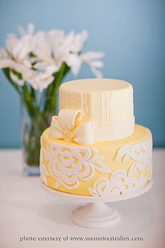 Yellow & White Peony Cake - It's so pretty I want cake Beautiful Wedding Cakes, Gorgeous Cakes, Pretty Cakes, Amazing Cakes, Cupcakes, Cupcake Cakes, Sugar Cake, Just Cakes, Elegant Cakes