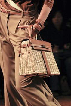 Wicker bag will never go out of fashion. Here is the ultimate wicker bag – Hermes Wicker Kelly Bag.:
