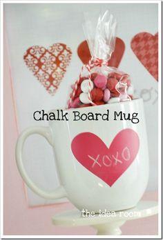 Chalk board mugs - Valentine gift for teachers Valentine Love, Teacher Valentine, Valentine Day Special, Valentine Day Crafts, Teacher Gifts, Holiday Crafts, Valentine Ideas, Kids Valentines, Student Gifts