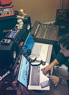 Unknown Mortal Orchestra's Ruban working in his home studio in Portland. Cool mixture of DAW recording and old amateur mixer. From Pitchfork, fork it here: http://pitchfork.com/features/update/8958-unknown-mortal-orchestra/