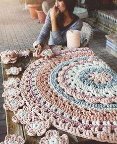 Это вообще законно - вязать такие красивые ковры?)) Автор прекрасная @susimiu