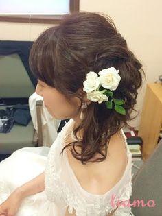 編み込みがポイントのサイドダウンスタイル☆素敵なご結婚式   大人可愛いブライダルヘアメイク 『tiamo』 の結婚カタログ