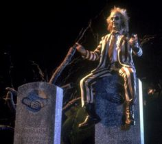 Michael Keaton in Beetlejuice 80s Movies, Scary Movies, Great Movies, Horror Movies, Movie Tv, Beetlejuice Movie, Beetlejuice Costume, Tim Burton, Movies Showing