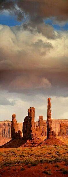 The Totems - Monument Valley - Navajo Tribal Park - Arizona/Utah Border